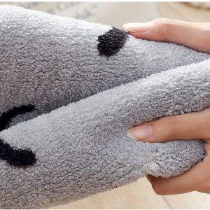 giặt thảm lau chân bằng tay dễ dàng