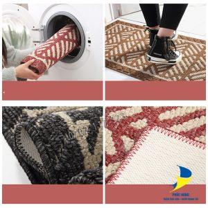Vệ sinh thảm lót sàn nhà bếp bằng máy giặt đơn giản