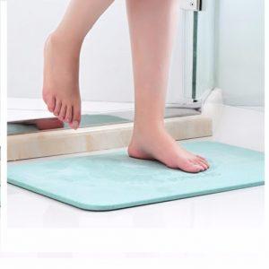 Thảm lót sàn nhà vệ sinh giúp bàn chân khô ráo