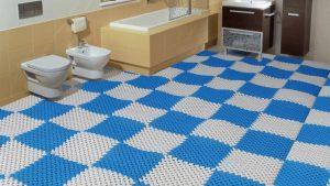Thảm lót sàn nhà vệ sinh bằng nhựa được thiết kế dưới dạng tấm