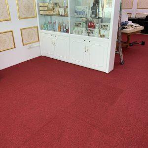 lót thảm văn phòng màu đỏ