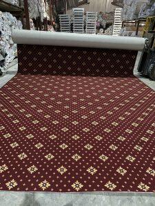 thảm cuộn họa tiết màu đỏ sậm